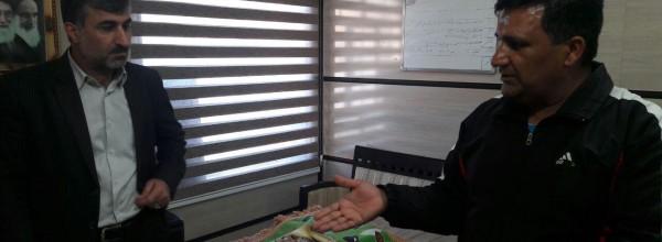 تجلیل مدیرکل تعاون کار و رفاه اجتماعی کهگیلویه وبویراحمد از دو چرخه سوار حامل پیام شهدا